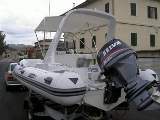 Gruppo mare gommoni la cura dello yacht for Noleggio cabina del parco nazionale voyageurs