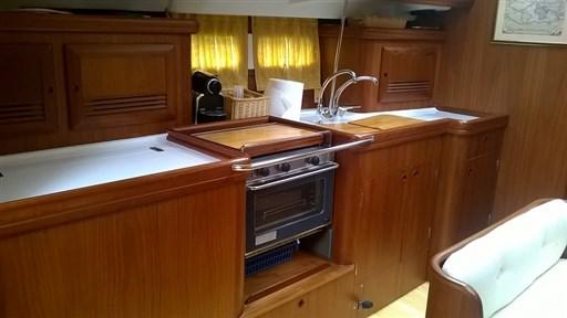 Oceanis 423 cucina