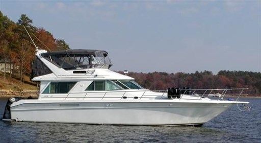 Sea Ray 500 Sedan Bridge - sister boat